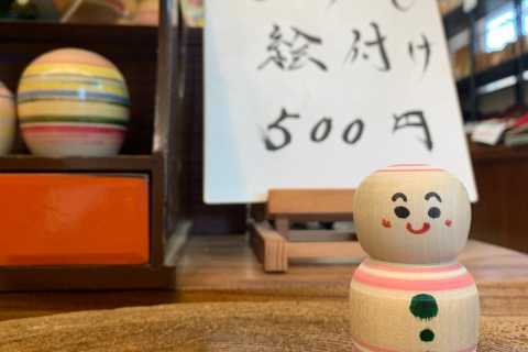 Kokeshi Painting Using a Traditional Lathe