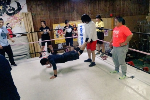 "Experience ""Senjo Circle"" Light Muscle Training with Pro-Wrestlers!"