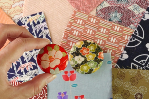 Make a Brooch from Kimono Fabric in a Cafe